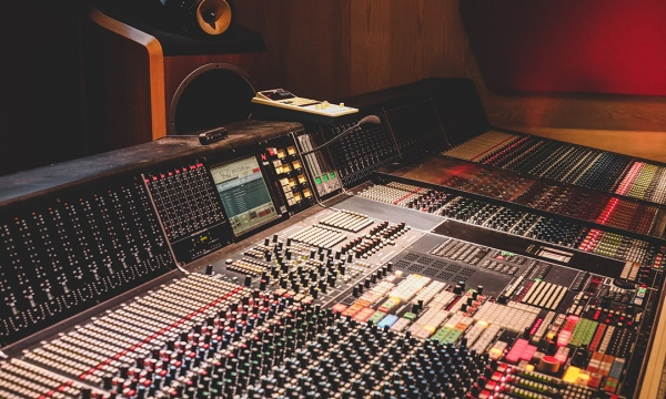 Bringing Out Benefits of Recording at A Professional Recording Studio